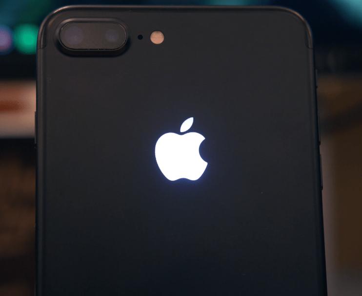 Вweb-сети интернет появились первые изображения грядущего iPhoneXI суменьшеной «монобровью»
