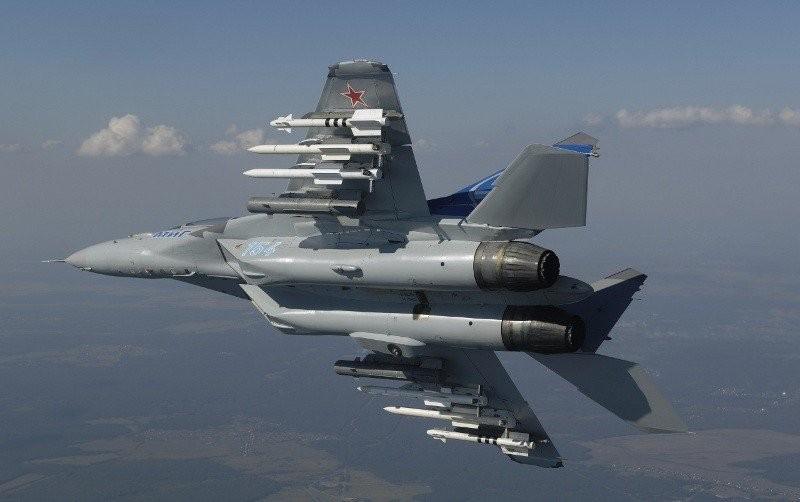Пилоты «Русских Витязей» отработали дозаправку ввоздухе