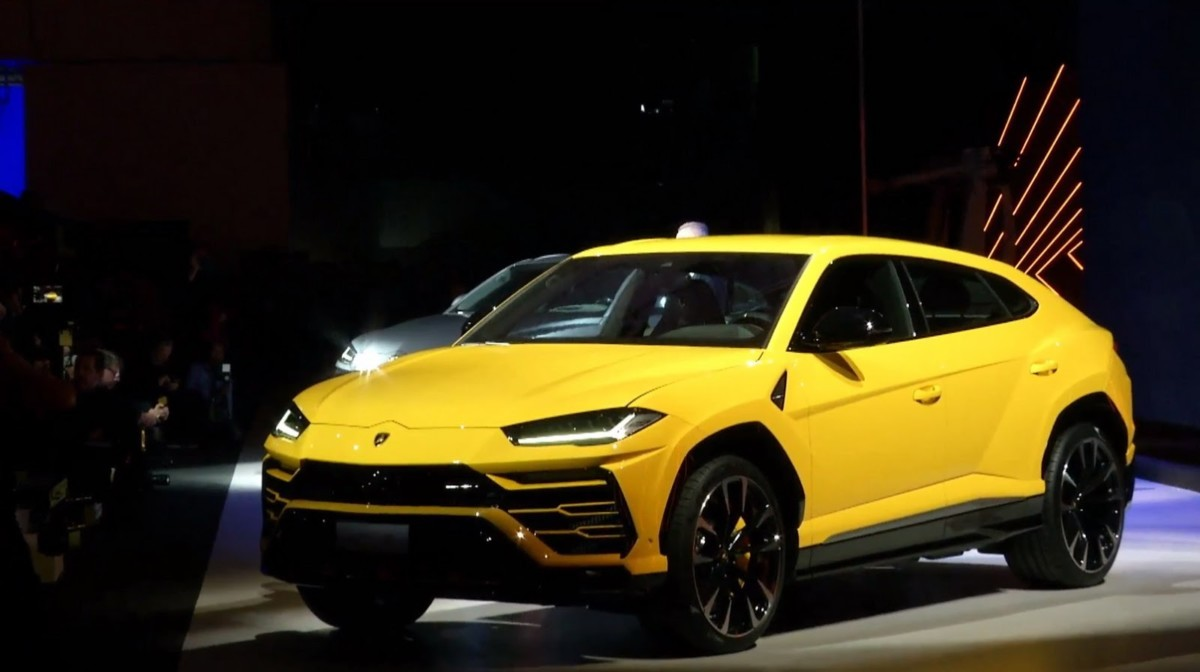Встолице Англии засняли навидео кроссоверы Lamborghini Urus