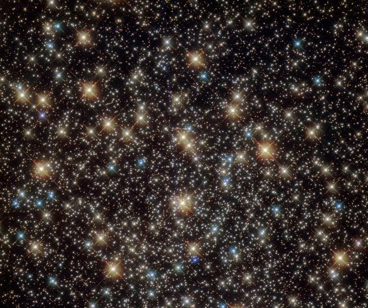 NASA показало на фото уникальное звёздное скопление, прилетевшее в Галактику