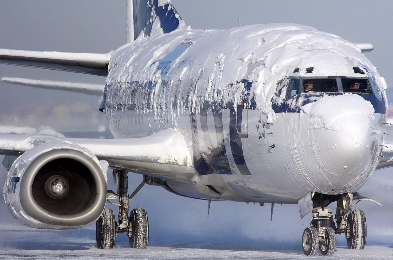 ВДомодедово пассажиры 5 часов сидят вобледеневшем самолете