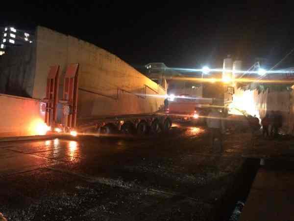 КамАЗ врезался подпорную стену Хостинского тоннеля в Сочи