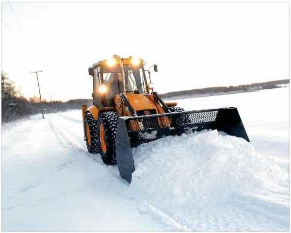 В Ростове-на-Дону водители мешают спецтехнике убирать снег