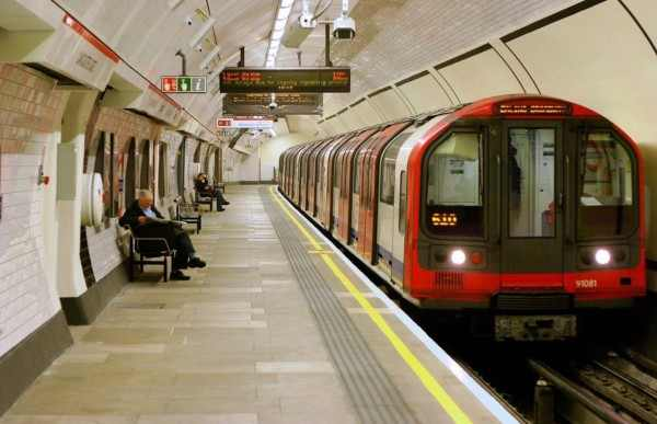 Жительница Лондона сорвала работу 4 линий метро в поисках телефона
