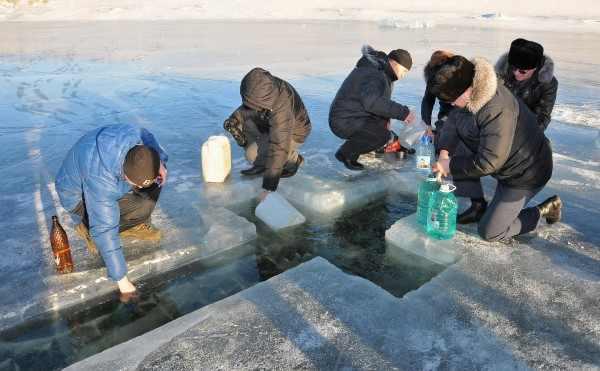 В Оренбурге на Крещение продавали канистры для святой воды