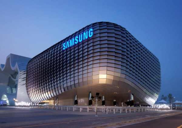 Samsung запатентовала смартфон с «оберточным» экраном
