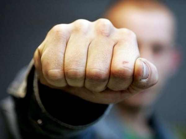 В Ростове группа неизвестных жестоко избила 26-летнего парня