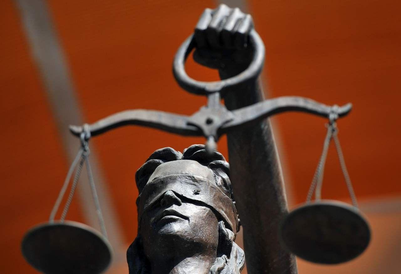 Встолице Англии обвиняемый предложил судье рассмотреть его пенис
