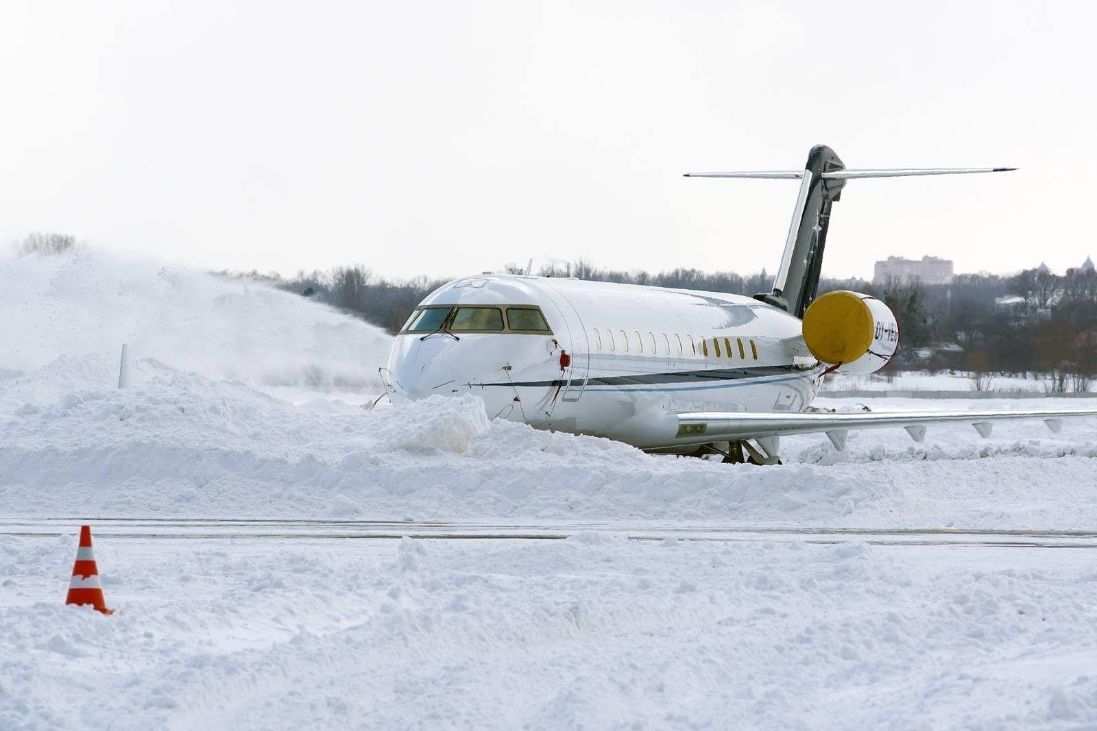Неменее 90 рейсов задержали иотменили в 3-х столичных аэропортах