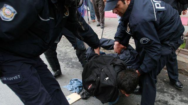 Турецкие правоохранители задержали вАнкаре предполагаемого «министра информации» Омера Йетека