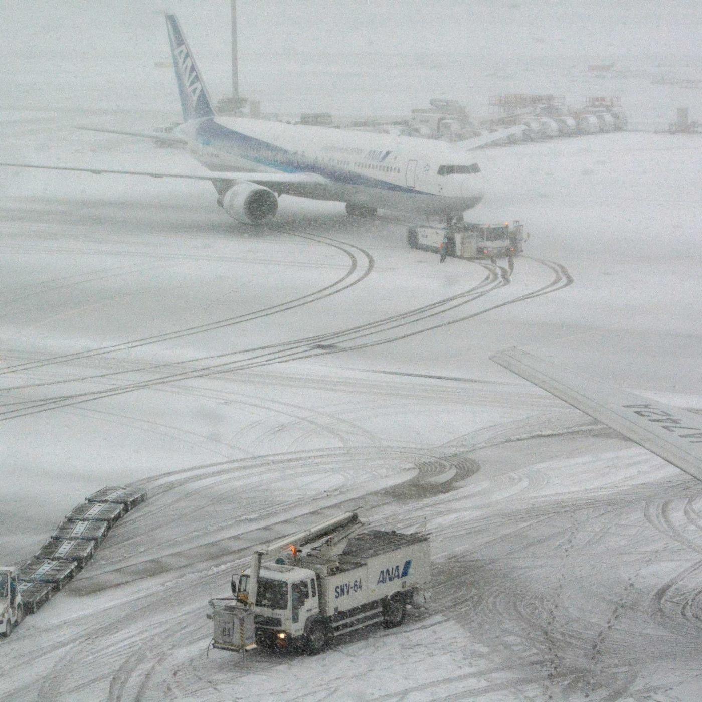 ВШереметьеве предупредили о вероятных задержках рейсов из-за снегопада