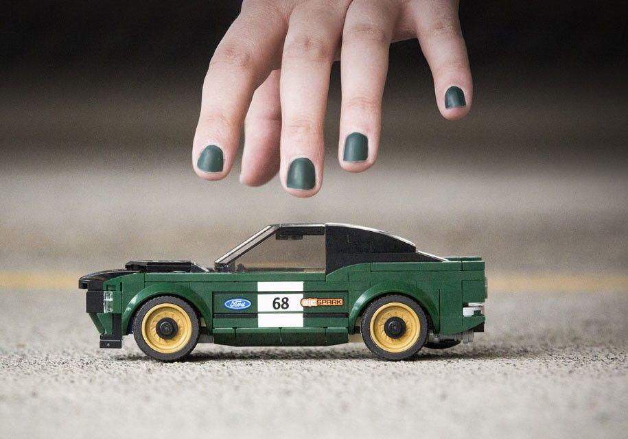 Гоночный Форд Mustang 1968 года дебютировал вформате конструктора Lego