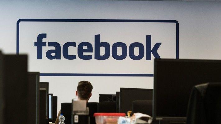 Facebook к лету выпустит две модели «умных колонок»