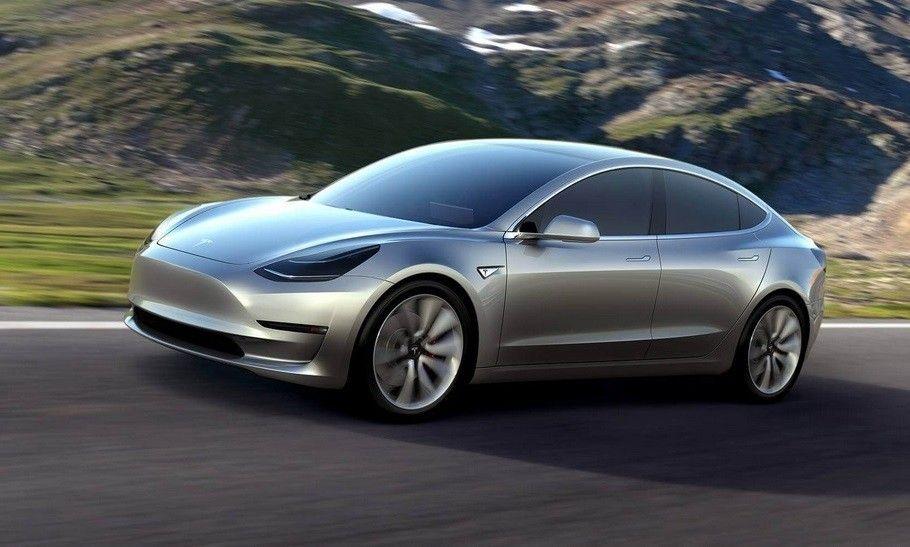 Названы российские цены на Tesla Model 3