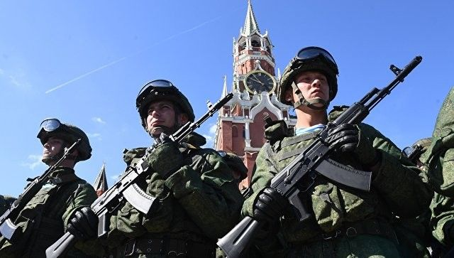 Опрос: треть жителей РФсчитают российскую армию сильнейшей вмире