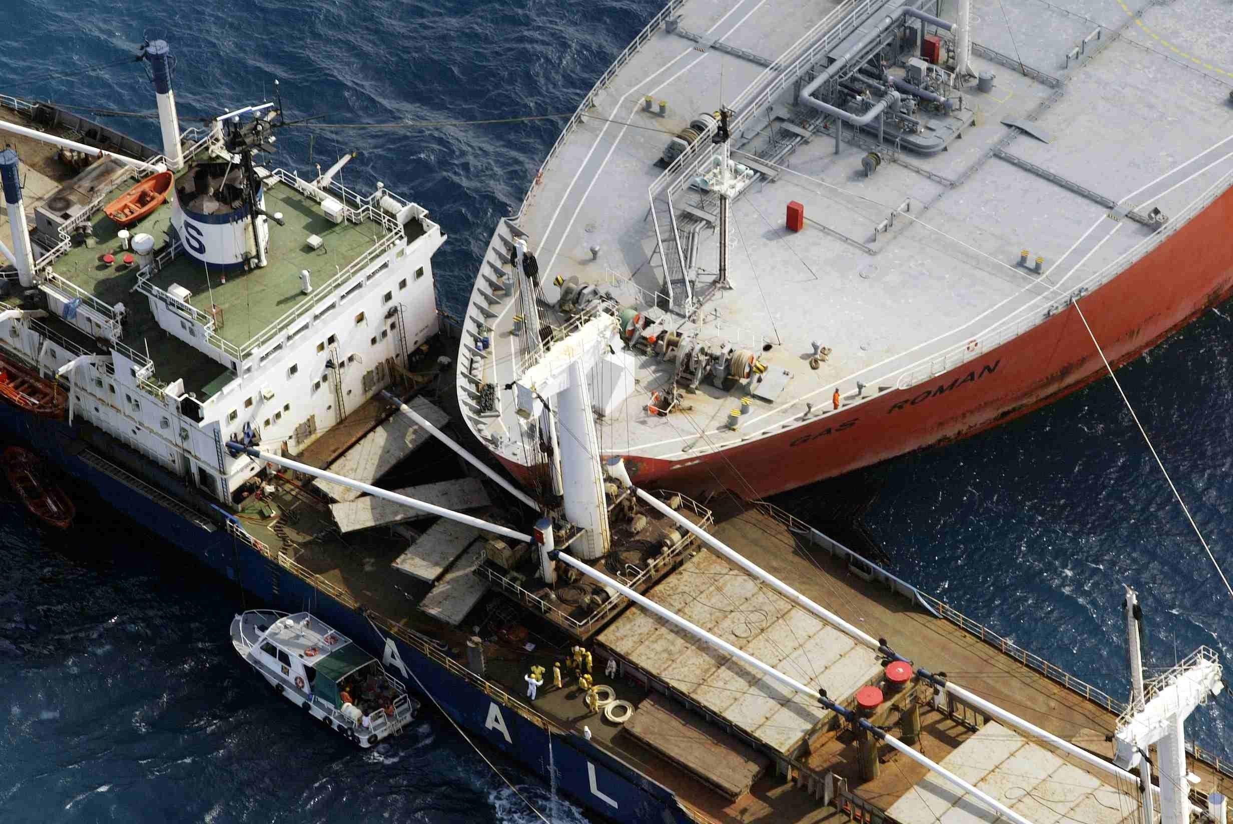 В КНР  грузовое судно затонуло после столкновения спассажирским