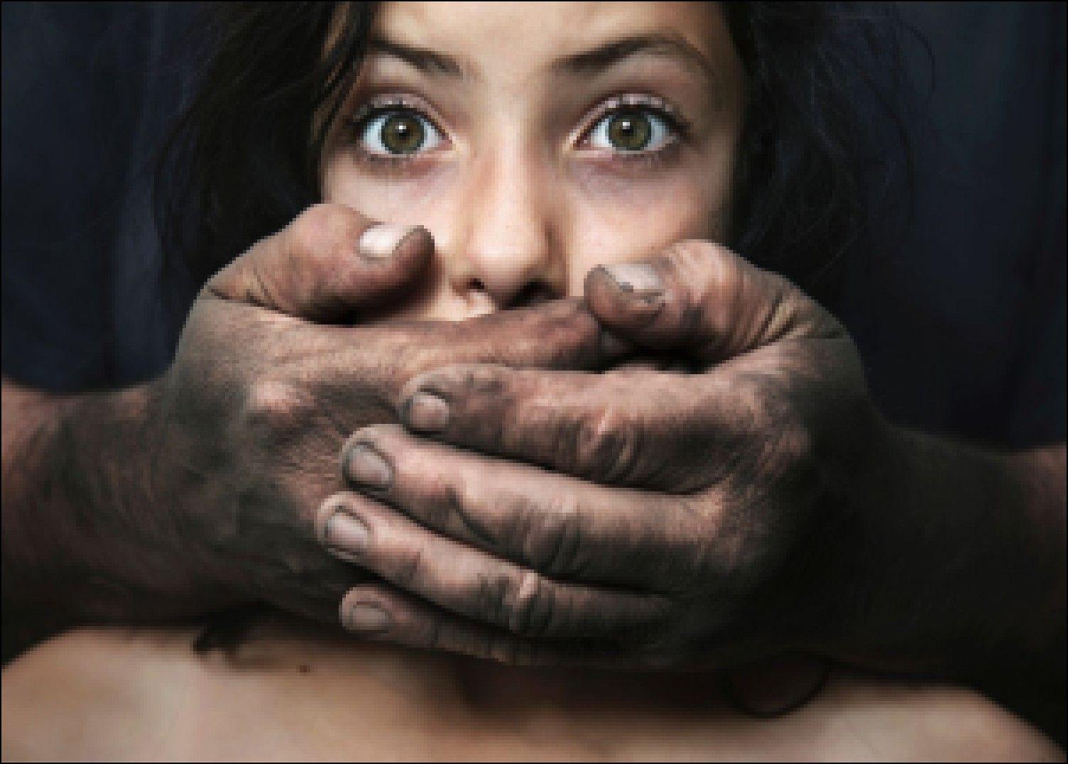 Саратовские коллекторы угрожают изнасилованием собственной должнице