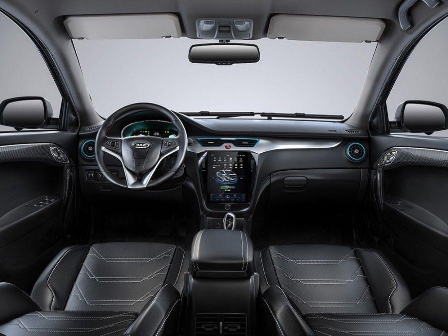 JAC iEV A50 2018: в Китае решили сделать копию Tesla