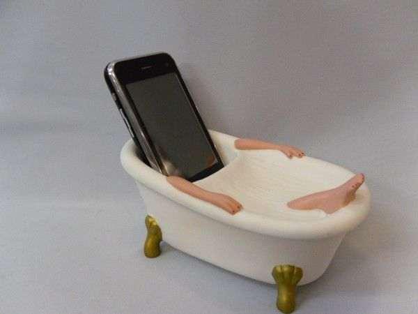 В Подмосковье школьницу убило током, когда она уронила телефон в ванну