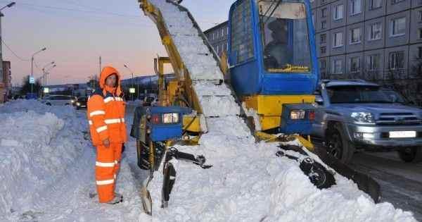 Из-за снега и мусора в Магадане объявили режим ЧС