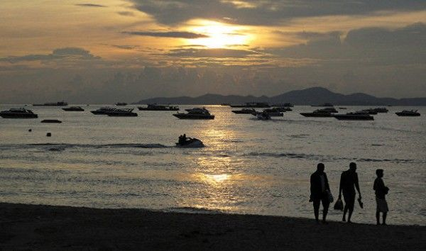 Пляж в Таиланде, известный по фильму с ДиКаприо, закрывать не будут