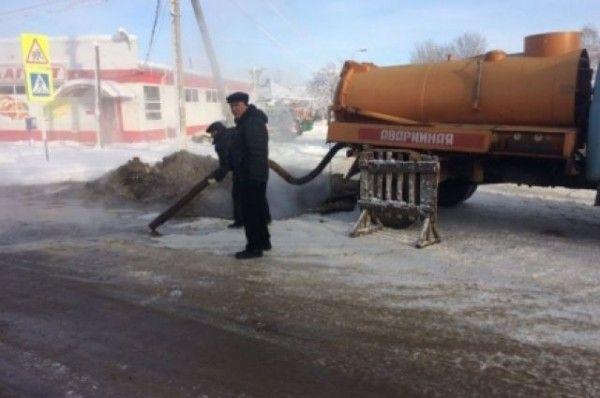 В Заречном микрорайоне Тюмени двор залило кипятком