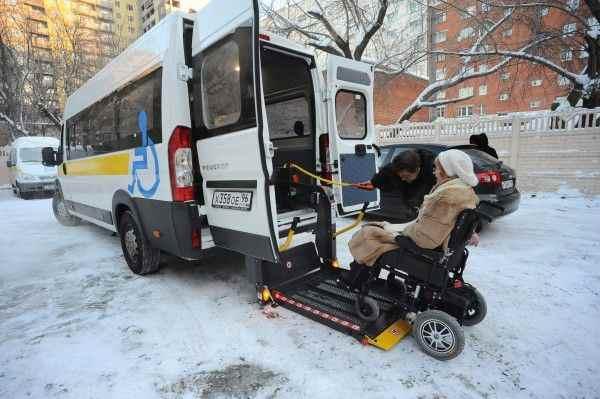 В Благовещенске перевозчики запустили такси для инвалидов-колясочников