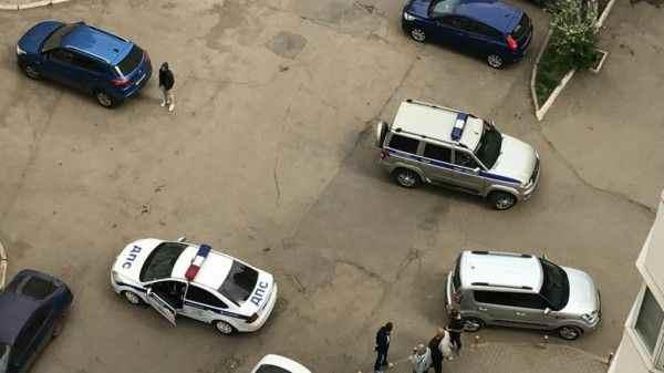 В Воронеже Mercedes врезался в жилой дом
