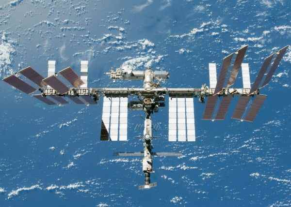 Астронавты Японии и США отправились в открытый космос