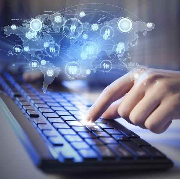 Эксперты: Не стоит доверять свои секреты смартфонам и интернет-сервисам