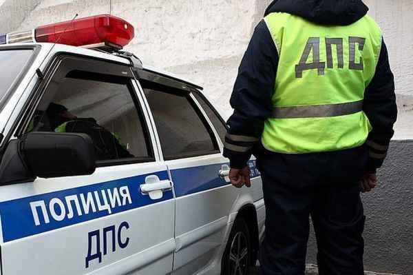 Неадекватный пешеход кинулся на капот автомобиля в Пензе