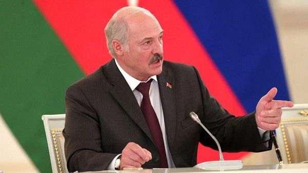 Лукашенко грозится