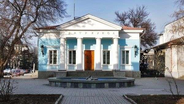 В Симферополе демонтируют старое здание театра кукол