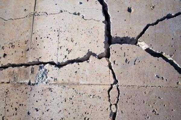 В Тюмени жителей эвакуировали из-за трещины в доме