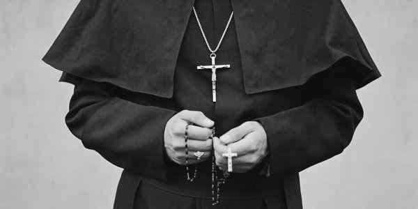 Священник из США назвал селфи грехом