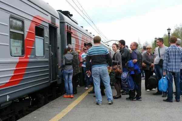 Россияне назвали причины недовольства от путешествий на самолетах и в поездах