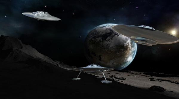 В Мексике засекли кружащий вокруг Луны корабль пришельцев