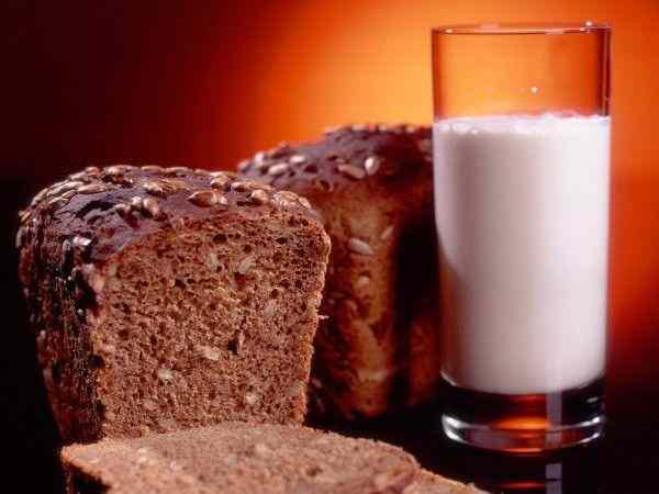Жители Астрахани чаще всего покупают хлеб, молоко и конфеты
