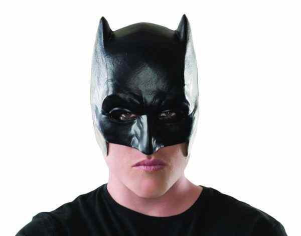 Грабитель-Бетмен напал на аптеку в Москве