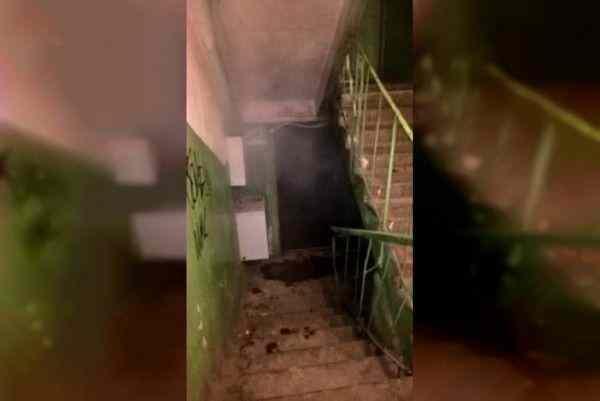 В Смоленске жители многоэтажного дома задыхаются от вони прорванной канализации