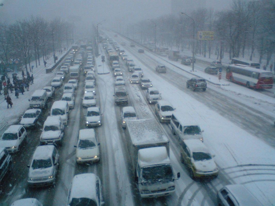 НаКалужском шоссе в российской столице вДТП попали 4 машины