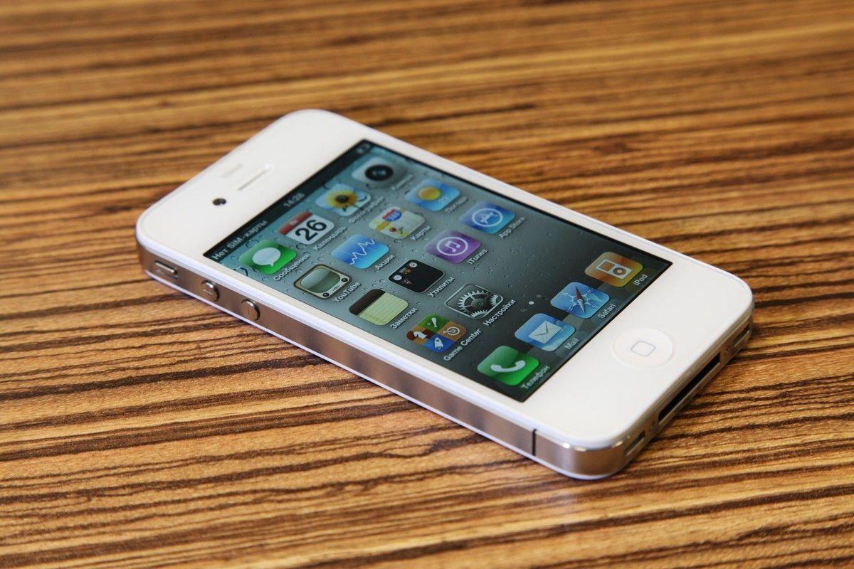 Ребенок случайно заблокировал IPhone на48 лет