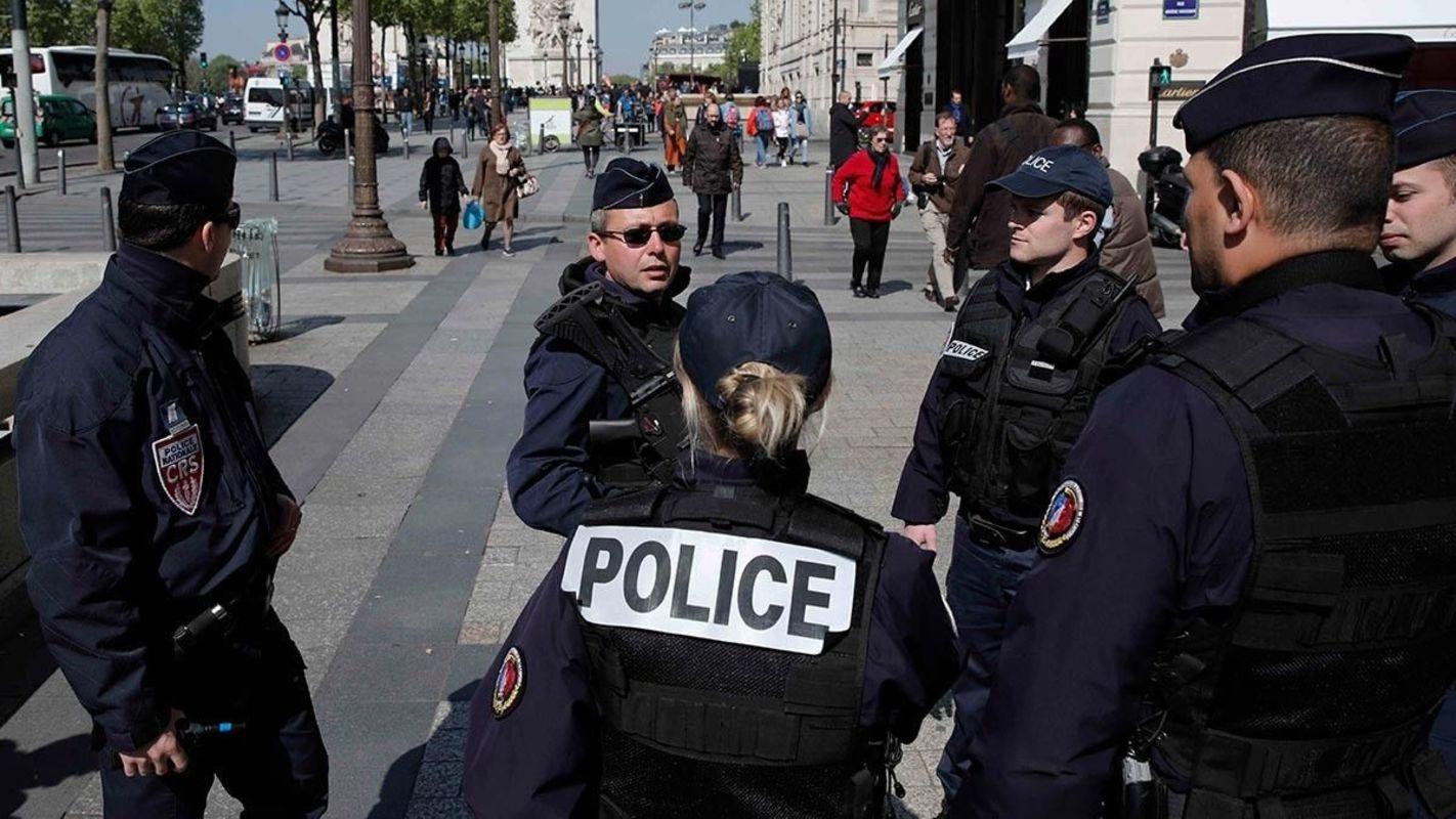 Встолице франции двое ссаблей имачете сняли скальп с гостя ресторана