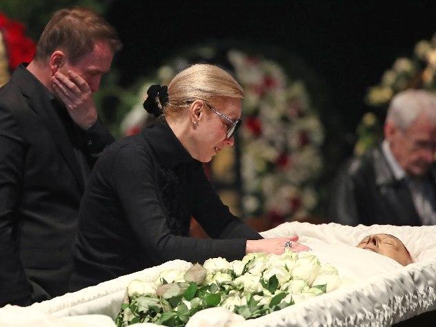 фото умерших в гробу актеров