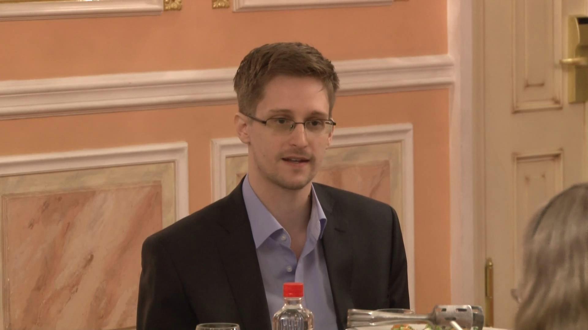 Сноуден: АНБ шпионит за собственниками биткоина