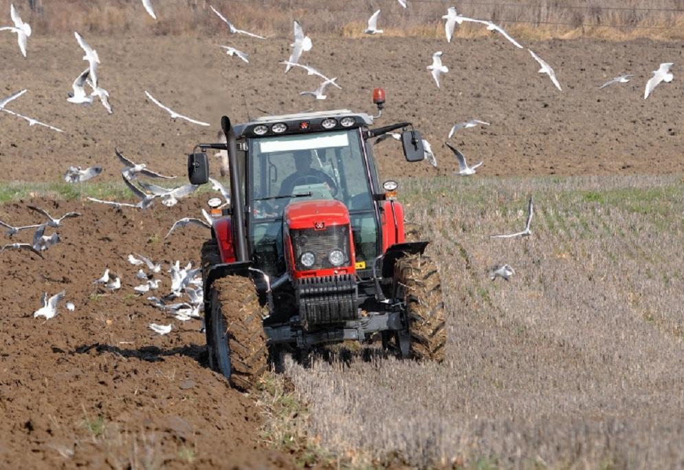 Гражданин Воронежской области угнал трактор, чтобы попасть насвидание