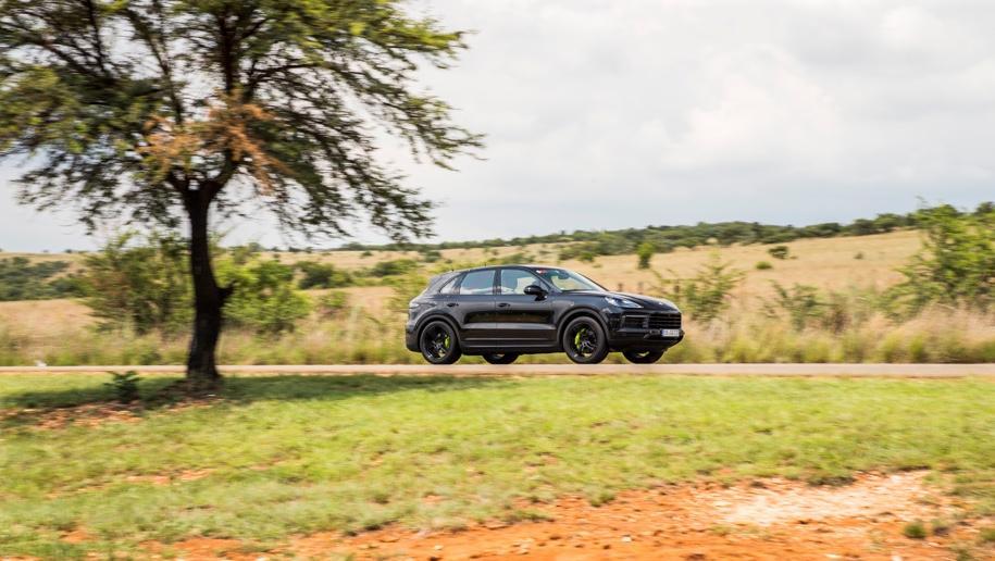 Porsche вывел на тесты гибридный Cayenne нового поколения