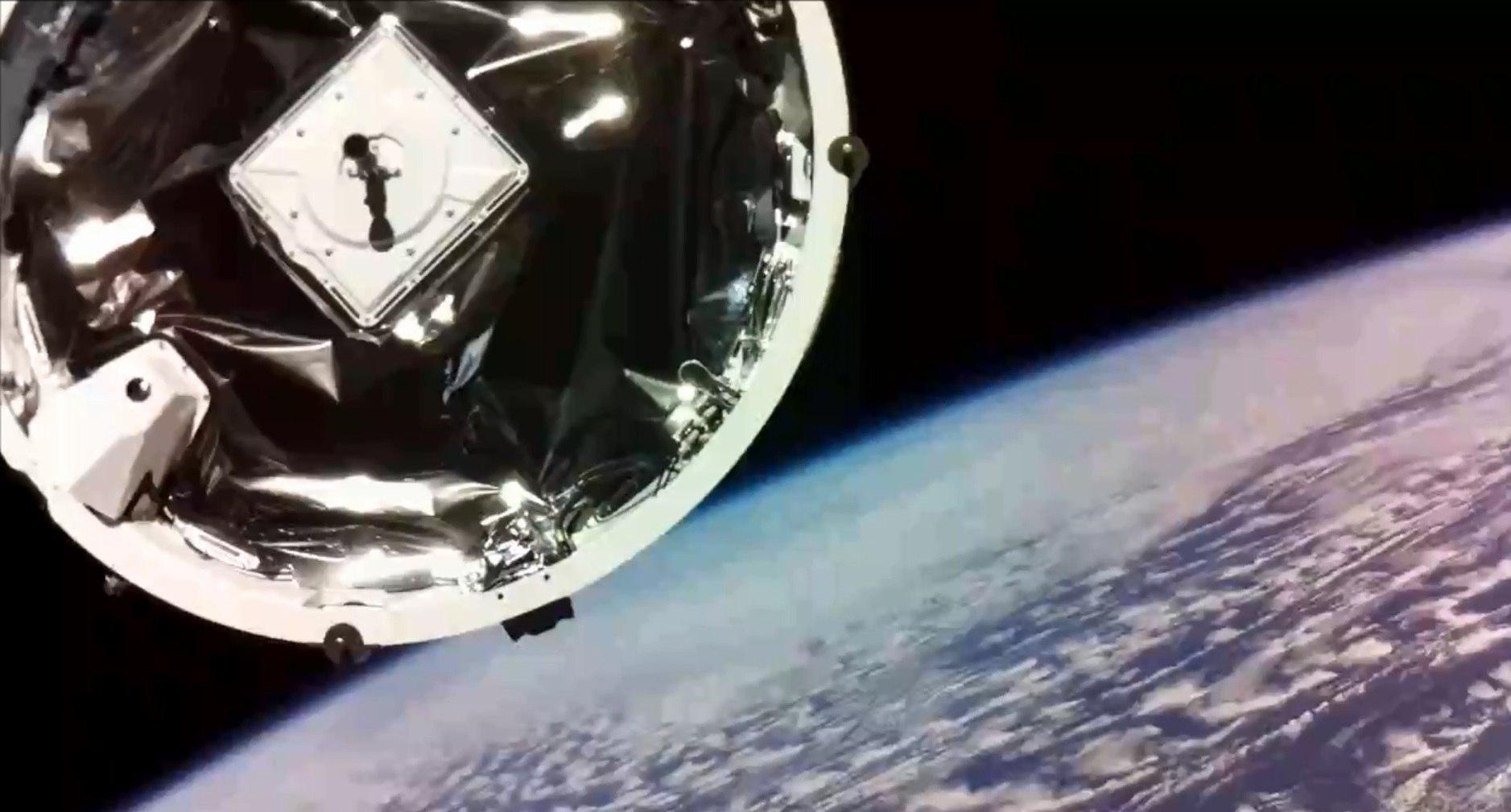 ЧПвкосмосе: новозеландский спутник Humanity Star сошел сорбиты