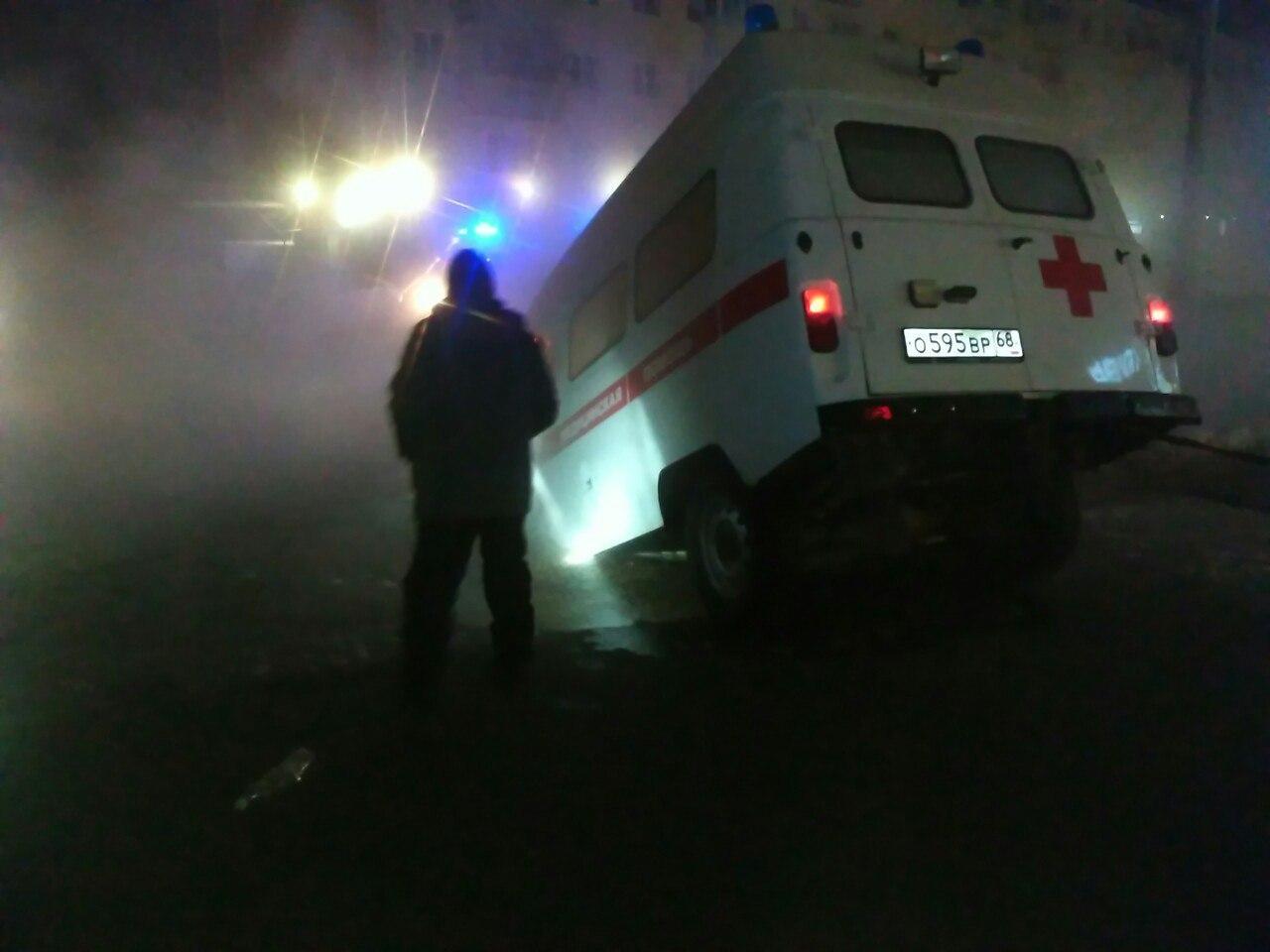 Насевере Тамбова вяму провалилась машина скорой помощи
