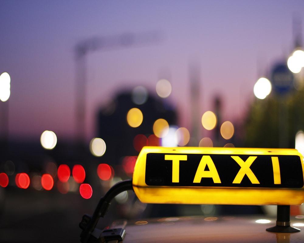 Такси упало смоста налёд реки Кута вУсть-Куте